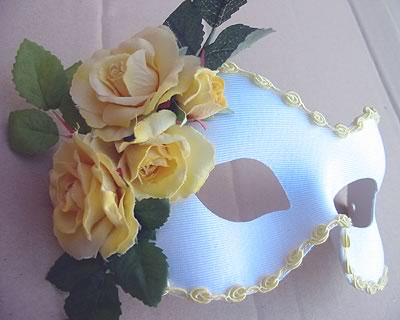 Country Rose Yellow Mask